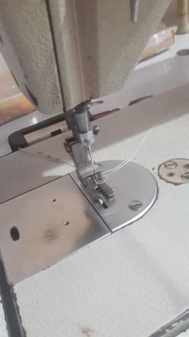 Máquina de costura reta industrial marca brother - Foto 2