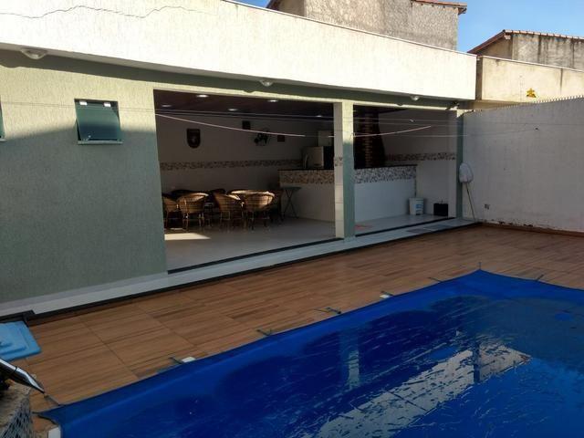Linda casa em Itaipu com três suítes ampla sala, piscina, churrasqueira - Foto 11
