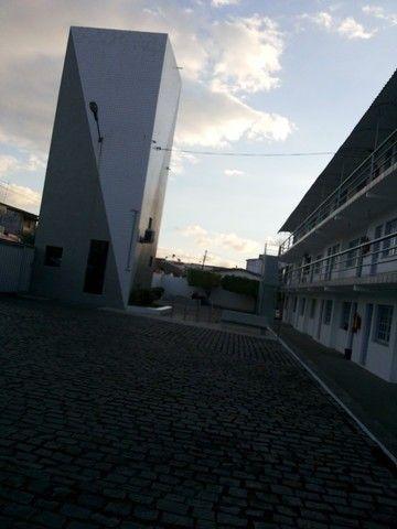 Alugo flat de 1/4 mobiliado em condomínio Down Town no centro - Foto 9
