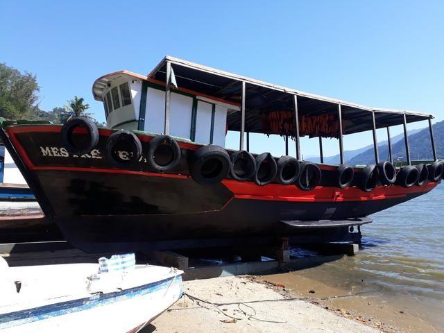 Traineira com 12metros de comprimento por 4 de largura