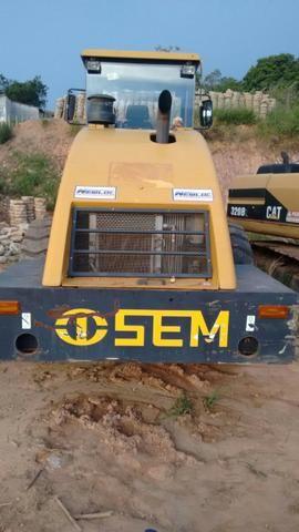 """Rolo compactador """"SEM Caterpillar"""" 8218 liso com kit pata ano 2013 500 horas n volvo jcb - Foto 4"""