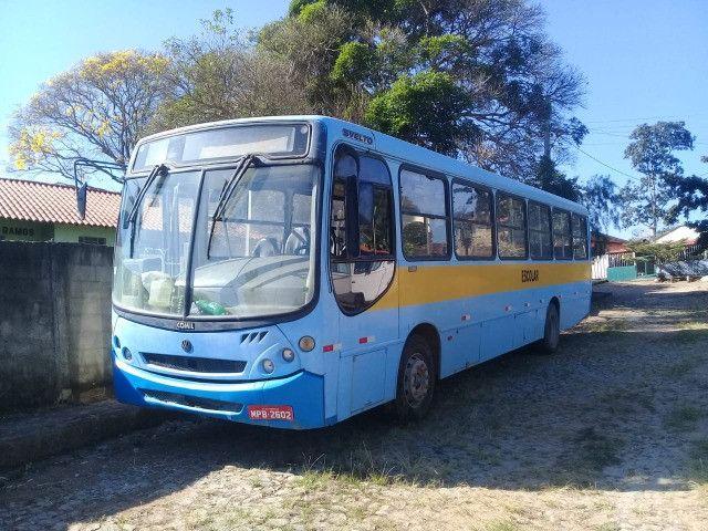 Onibus urbano escolar. Um MWM 16180 2003 e um MB 2003 - Foto 2