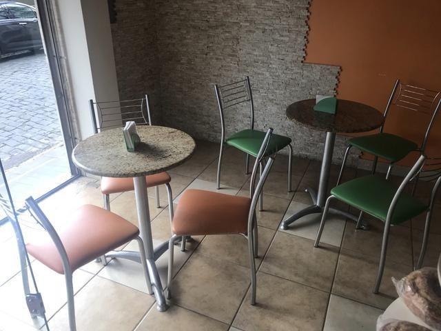 Mesinha e cadeiras