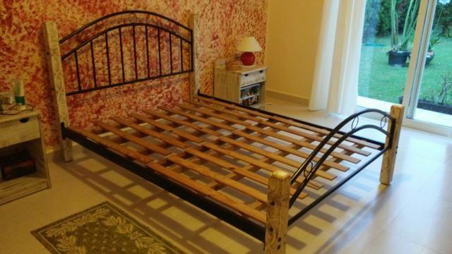 Cama casal padrão ferro e madeira patinada linda - Foto 6