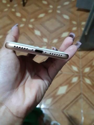 Vendo um IPhone 8 64gb R$ 2.400,00