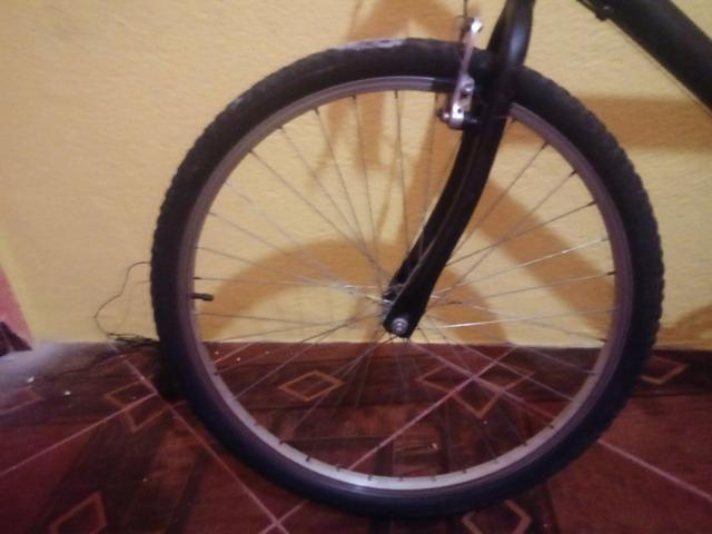 Vendo uma bicicleta semi-nova da Caloi 200 - Foto 5