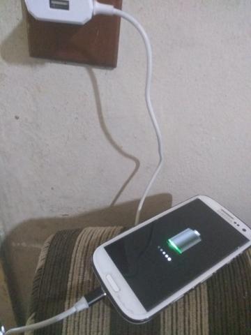 Vendo Celular S3 funcionando acompanha carregador - Foto 3
