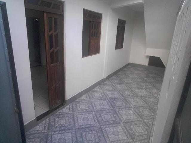 Casa Térrea 2/4, Garagem, Vizinhança Tranquila, Fácil acesso à Ponto de Ônibus,. em Itapuã