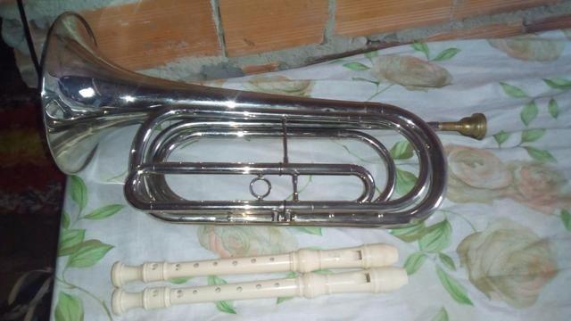 Vendo duas flautas Yamaha e uma corneta