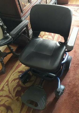Cadeira de rodas pouquíssimo usada