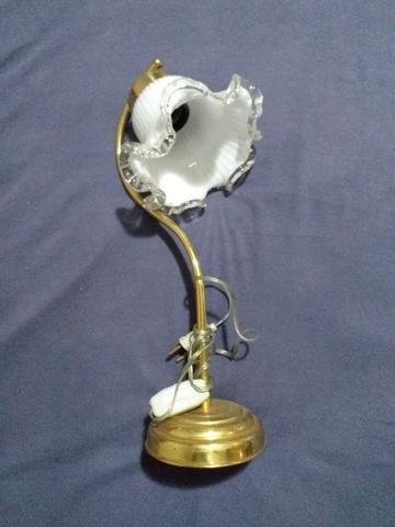 Abajur antigo com cúpula de cristal