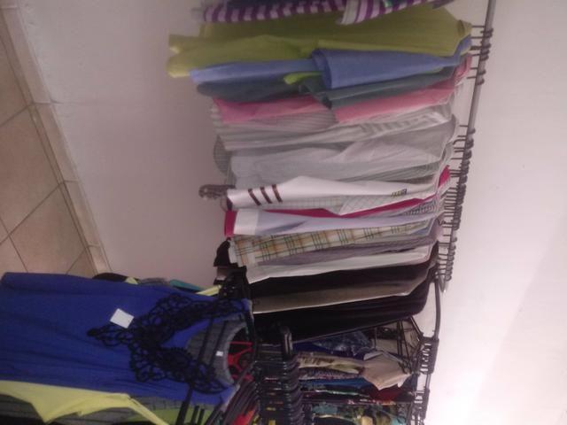 Tenho roupas pra quem vai abrir um bazar - Foto 4