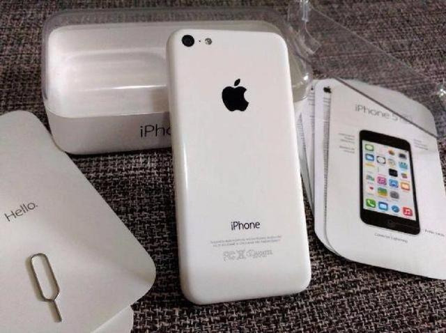 IPhone 5c branco na caixinha da Apple