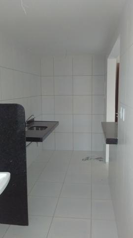 Apto no Araçagy, na descida da praia, com 02 qtos, 2 banheiros, 5º andar - Foto 4