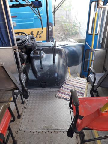 Onibus urbano escolar. Um MWM 16180 2003 e um MB 2003 - Foto 8