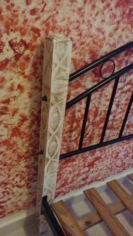 Cama casal padrão ferro e madeira patinada linda - Foto 5
