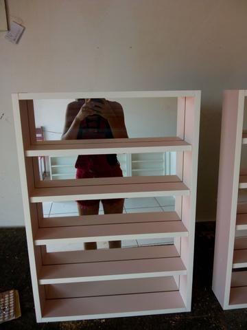 Esmalteiras com espelho no fundo