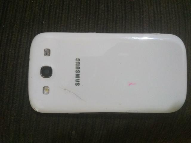 Vendo Celular S3 funcionando acompanha carregador