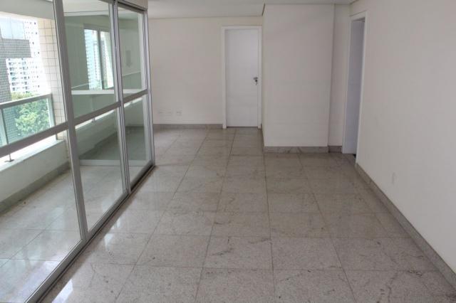 Oportunidade - apto. 4 quartos, ampla sala de estar, varanda, 2 vagas, elevador e ótima lo