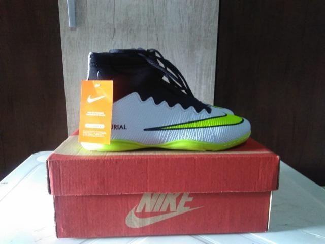 f1905c6e32cf1 Chuteira Botinha Cano Alto Futsal Futebol Club - Nike Mercurial - Tamanho 40