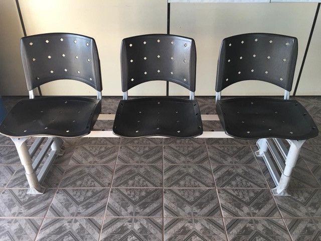 Vendo cadeira de três lugares para recepções no geral - Foto 2