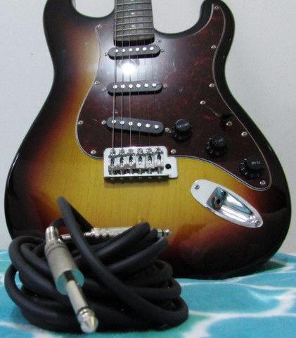 Guitarra Giannini Strato 3 Singles G100 Sunburst e Acessorios - Foto 4