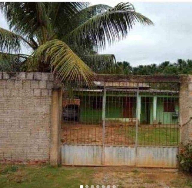 Vende-se uma casa
