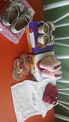Sandálias de menina (bebê)