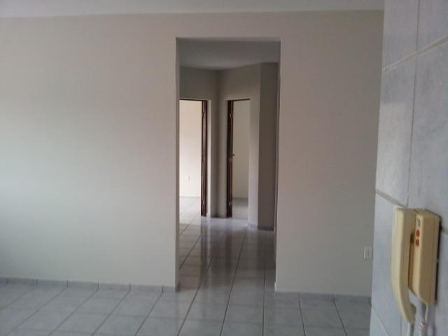 Apartamento de 2 dormitórios com DUAS vagas de garagem, oportunidade - Foto 5