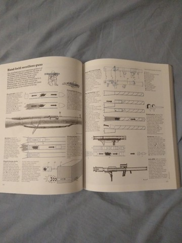 The New Weapons of the World Encyclopedia - Foto 6