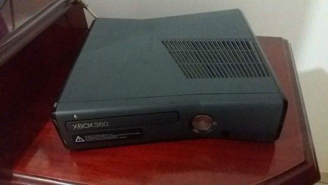 Xbox 360 com controle e jogos usado - Foto 2