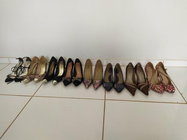 8 pares de sapato N. 39