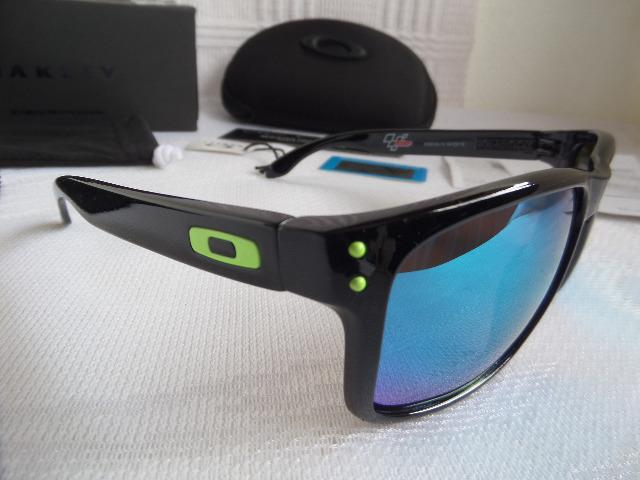 322049a80 Óculos Oakley Holbrook Moto GP Preto Polido/Verde Polarizado - Importado -  Foto 2