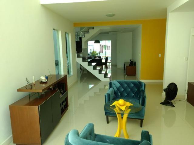 Linda casa em Itaipu com três suítes ampla sala, piscina, churrasqueira - Foto 9