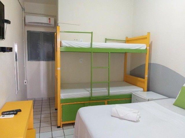 Suites individuais com tudo incluso - 2 ruas da praia  - Foto 4