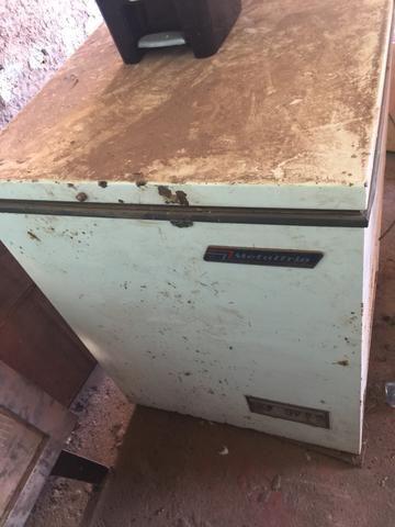 Freezer para retirar o motor e peças