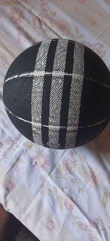 Bola de Basquete Adidas  - Foto 2