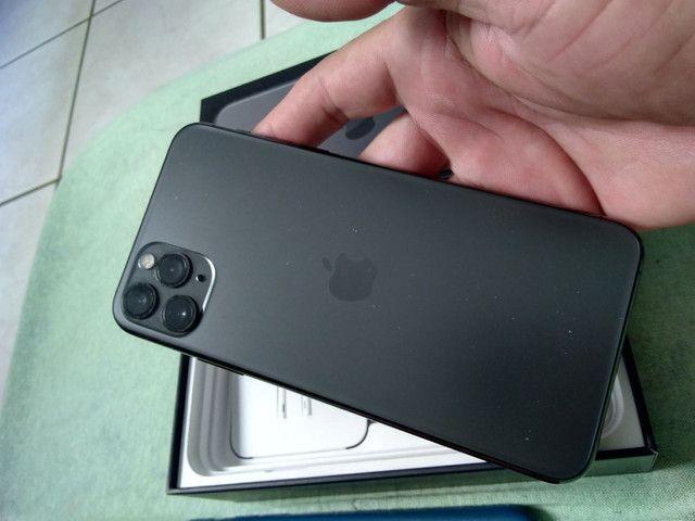 Vendo ou troco iPhone bateria 100% 11pro max 64g  R$ 6.000