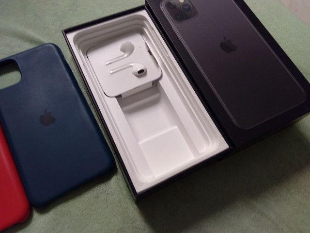Vendo ou troco iPhone bateria 100% 11pro max 64g  R$ 6.000 - Foto 4