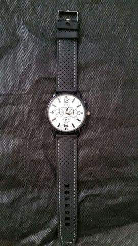 Kit 2 Relógios de Pulso Novos