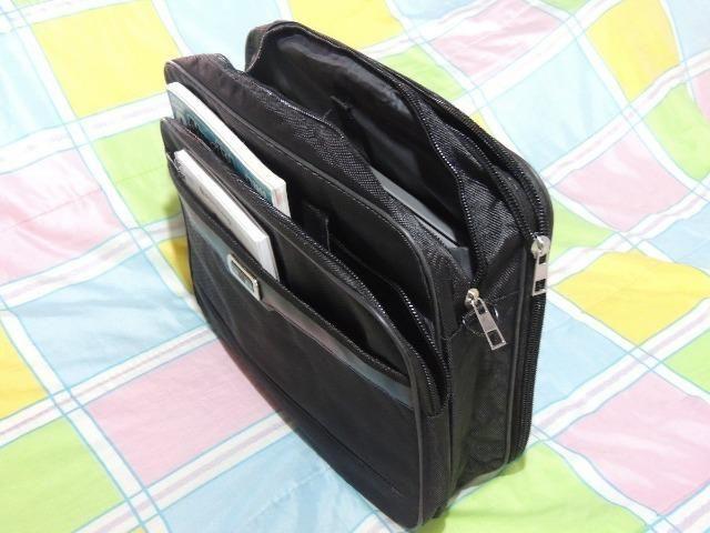 Bolsa estilo maleta em nylon ou corivin