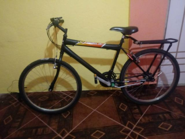 Vendo uma bicicleta semi-nova da Caloi 200