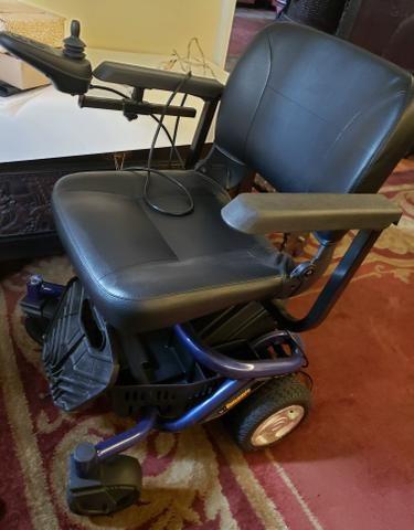 Cadeira de rodas pouquíssimo usada - Foto 2