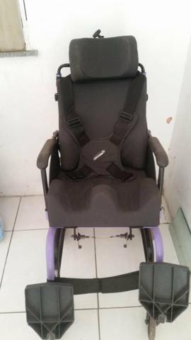 Vendo uma cadeira de roda da ortomix muito bem conservada - Foto 2