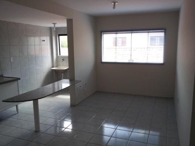 Apartamento de 2 dormitórios com DUAS vagas de garagem, oportunidade - Foto 6