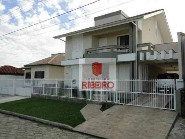 Casa com 3 dormitórios à venda, 220 m² por R$ 690.000,00 - Centro - Araranguá/SC