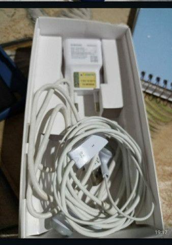 K10 com carregador e fone de ouvido.  - Foto 2