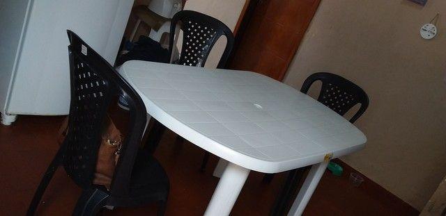 Mesa semi nova com cadeiras - Foto 2
