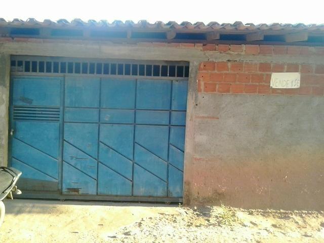 Vendo está casa localizada no bairro santo