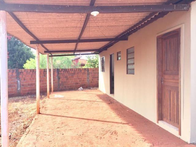 Casa com 2 quartos e quintal no Canaa 1